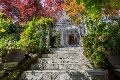 Mozart Guest House Seattle Bed and Breakfast