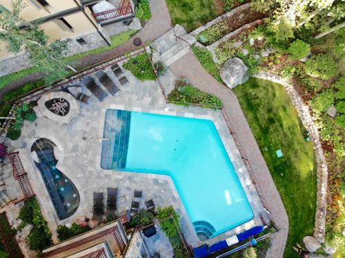 Lovely Vail Village Creekside 2 Bedroom Condo with Hot Tub and Pool. - Vail
