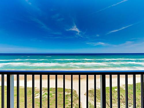 . Beachfront Retreat With Balcony & Pool! Condo