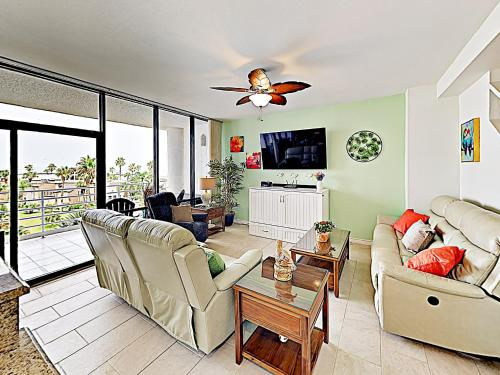 . New Listing! All-Suite Beachside Condo With Pools Condo