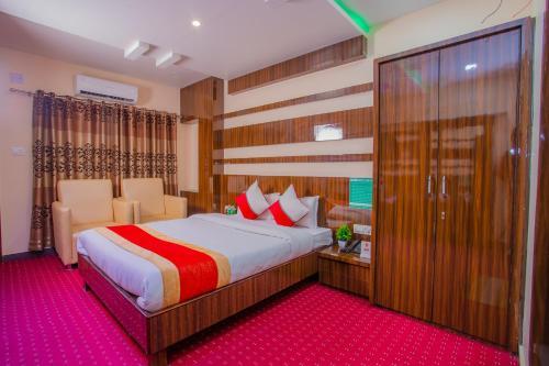 Oyo 353 The Green Palace Hotel