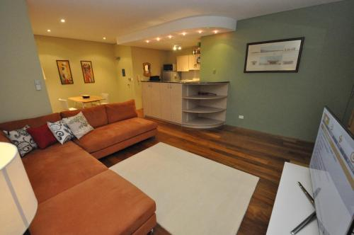 Glebe Self-Contained Modern One-Bedroom Apartment (47ROS) - image 4