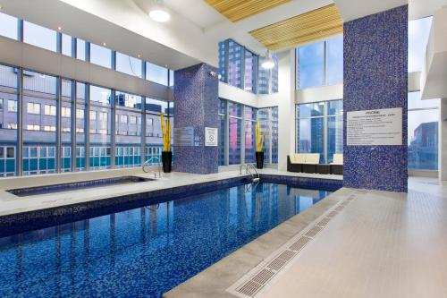 Courtyard By Marriott Montreal Downtown - Photo 2 of 26