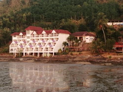 จันทร์สมบีชรีสอร์ท Jansom Beach Resort Ranong