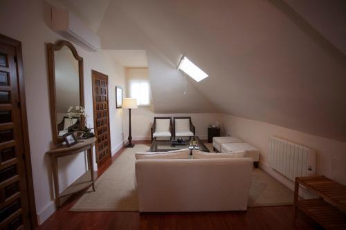 Juniorsuite mit Doppelbett oder 2 Einzelbetten  Hotel Hacienda Montenmedio 4
