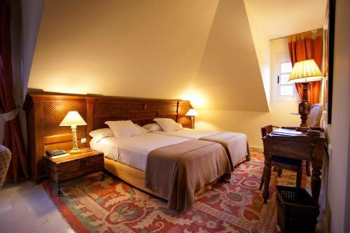 Juniorsuite mit Doppelbett oder 2 Einzelbetten  Hotel Hacienda Montenmedio 1