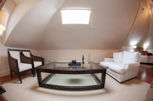 Juniorsuite mit Doppelbett oder 2 Einzelbetten  Hotel Hacienda Montenmedio 5