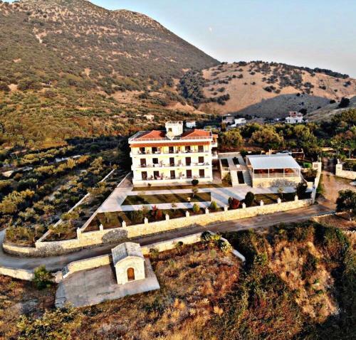 . Belvedere Hotel & Suites