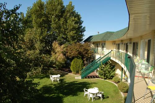 Summerland Motel - Photo 2 of 61