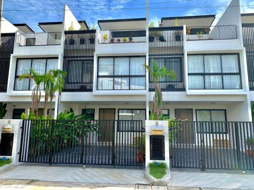 悦榕庄-泰宜社区 Laguna Park Townhouse near Bangtao Beach 悦榕庄-泰宜社区 Laguna Park Townhouse near Bangtao Beach