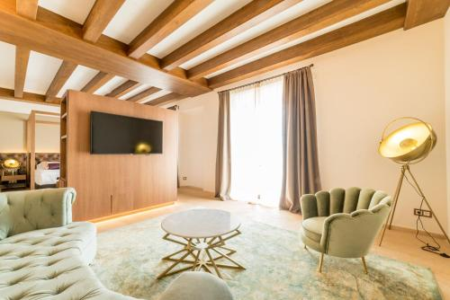 Suite Junior con balcón Hotel Creu de Tau Art&Spa-Adults only 3