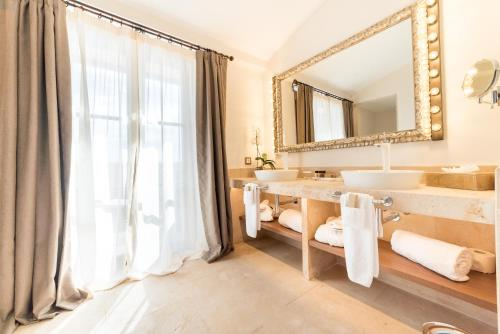 Deluxe Suite Hotel Creu de Tau Art&Spa-Adults only 4