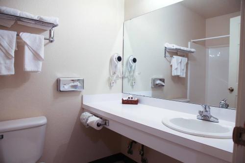 Candlelight Inn & Suites - Savanna, OK 74565