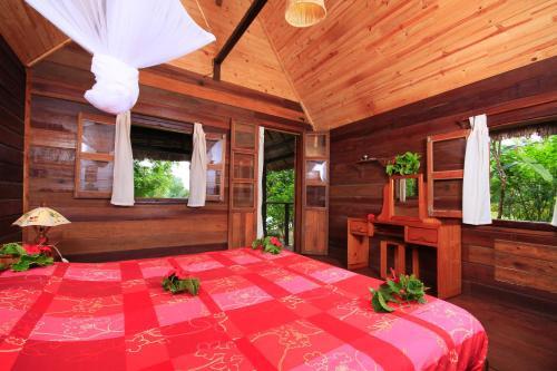 Masoandro Lodge, Analanjirofo