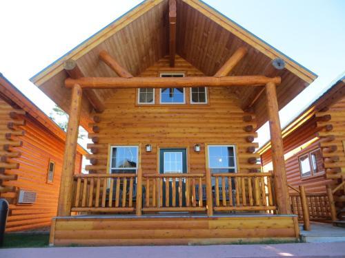 . Cabins of Mackinaw & Lodge