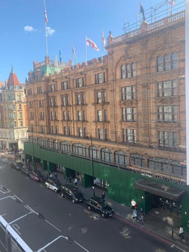Luxury Apartment By Harrods