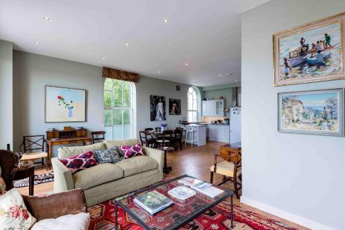 Bright Fulham Mill Apartment