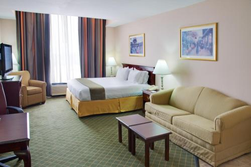 Holiday Inn Express Hotel Suites Livingston In Tx