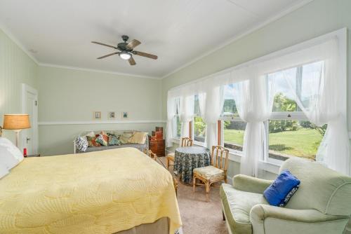 Old Hawaiian Bed and Breakfast - image 10