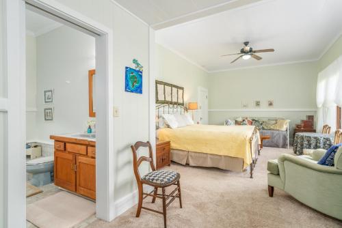 Old Hawaiian Bed and Breakfast - image 9