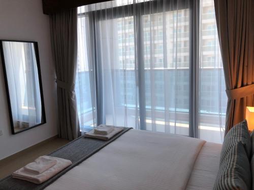 Espace Holiday Homes - Elite 9 - Dubai Sports City - image 5