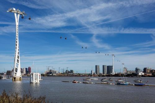 Picture of Veeve - Views Of The Greenwich Peninsula