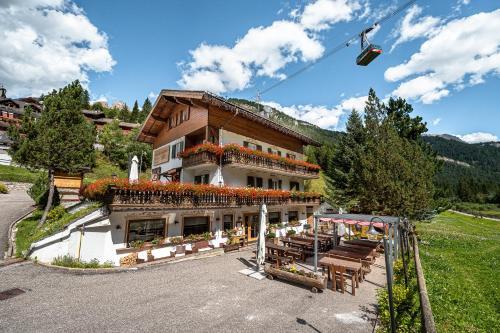 Villa Ruggero Wine Hotel Campitello di Fassa