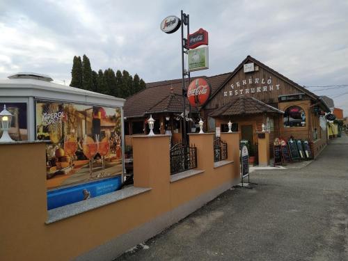 . Fehérló Vendégház & Restaurant