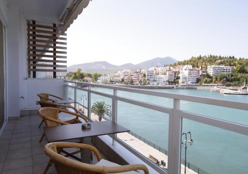 . Chalkida Seafront Apartment