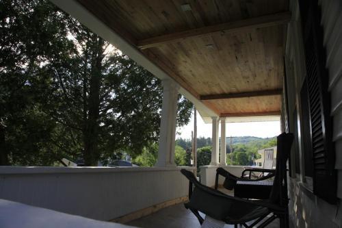 Charming Home Near Ski Areas - Hotel - Rumford