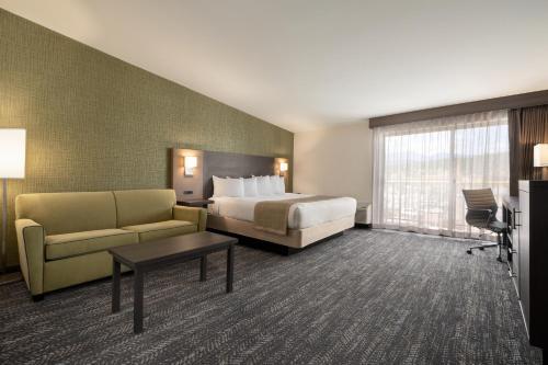 Days Hotel by Wyndham Flagstaff - Flagstaff, AZ AZ 86004