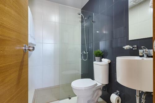 Onix duo - 903 Designer Flat 2br near Agora Mall* SDQRENTALS salas fotos