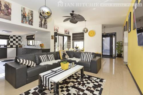 . Marilyns Place: Private + Spacious + Central