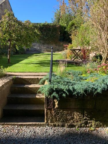 Picture of Beautiful Belgrave Garden Apt.