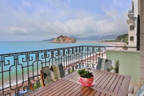 . Montesan Beach Apartments Sveti Stefan