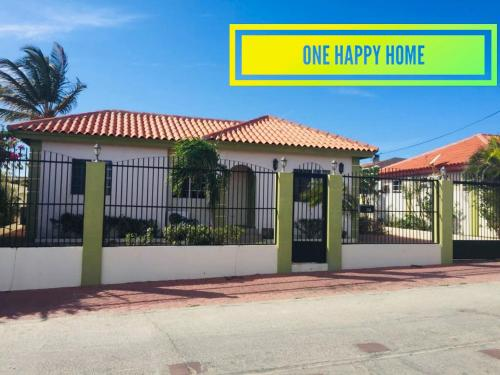 One Happy Home - 10 Mins from the Beach!