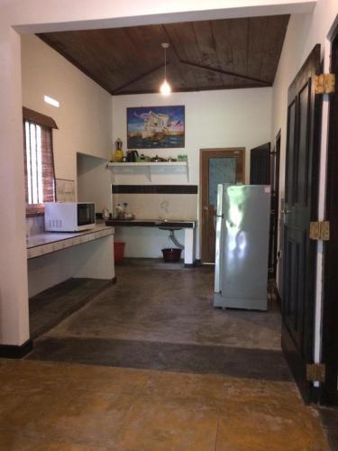 Avendra Holiday Home - Weligama