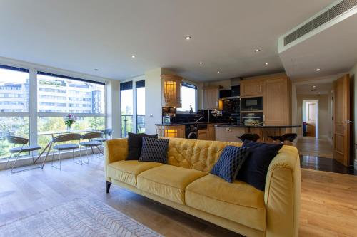 Thames View Apartment, Imperial Wharf