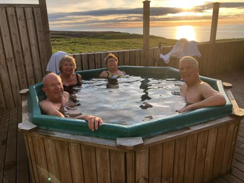 Guesthouse Gimbur - Accommodation - Reykjarholl