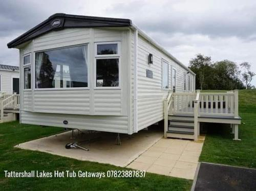 Eastwood Escapes - Tattershall Lakes Hot Tub Getaways