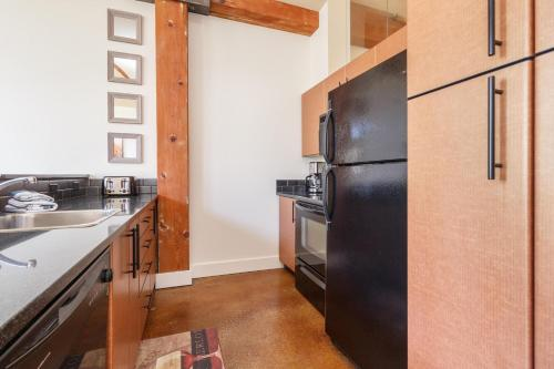 . JUST LISTED, GORGEOUS, sleeps 4, air conditioning,laundry, dishwasher, and more!