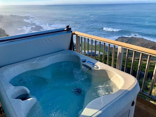 Spectacular Ocean View Penthouse Oceanfront! - Apartment - Shelter Cove