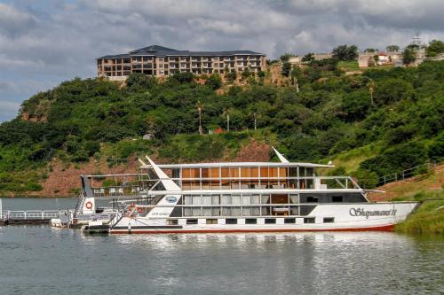 . Shayamanzi Houseboats