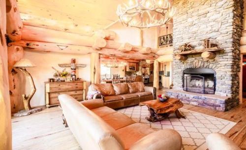 Burning Sky Lodge ( 4-Bedroom Home ), Colfax