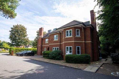 Flexi-Lets@Old Rectory Court, Frimley