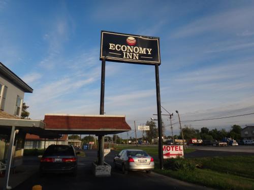 Фото отеля Economy Inn - Granite City