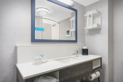 Hampton Inn & Suites Tampa Ybor City Downtown - Tampa, FL FL 33605