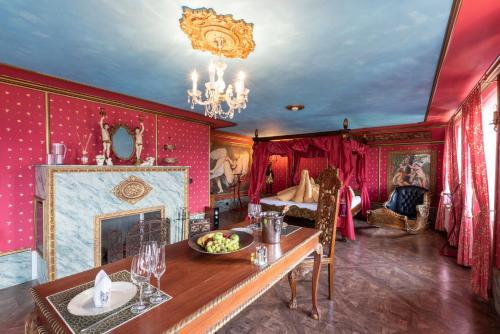 Château d'amour Suite with Spa Bath