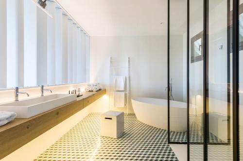 Suite Hotel Mas Lazuli 4