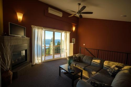 Crooked Tree Guest Suites - Photo 5 of 52